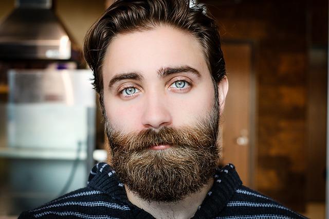 Barbe colore permanente: consigli e errori da evitare.