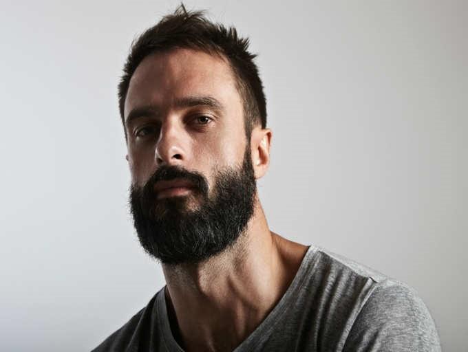Dare un tono alla barba.